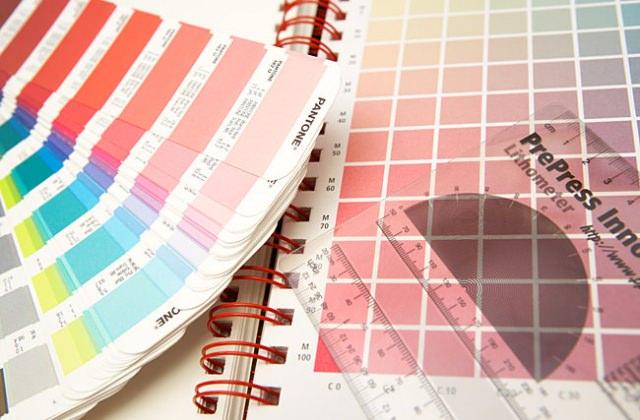 Schmuckfarben nach Pantone- und HKS-Standard