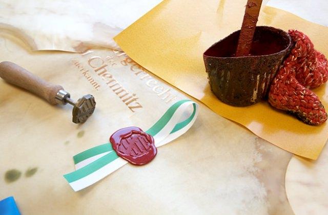 Pergamenturkunde mit echtem, gegossenem Siegel
